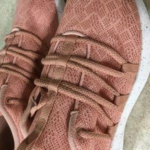 Women's Lt. Weight Peach Puma Walking Shoes Size 7